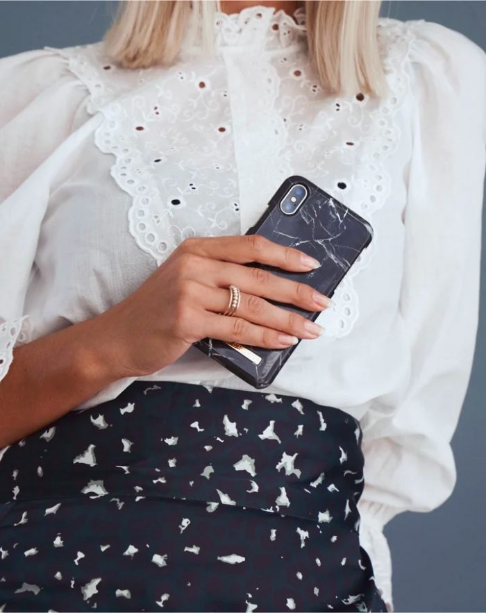 iphone se 2020 - ideal of sweden fashion apple iphone se 2020/8/7 (black marble) - 2 - krytarna.cz